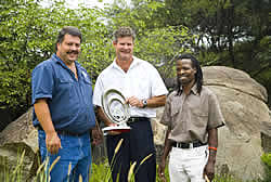 Mark Farren (centre), winning a Nedbank Capital Green Mining Award in 2007 (Amplats photo)