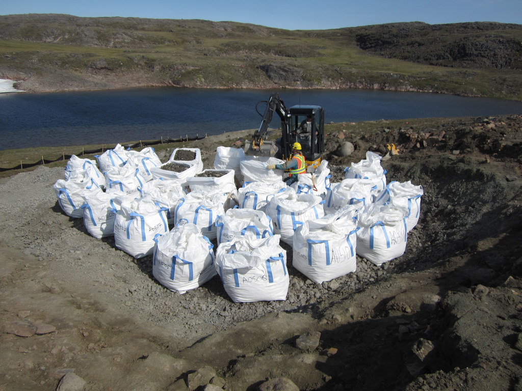 Filled bags in the upper terrace of the Main Pit at the Q1-4 sample site.