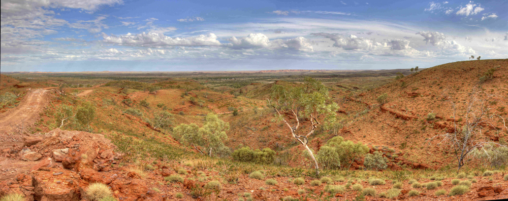 View of the town of Nullagine from Grants Hil (Novo Resources)