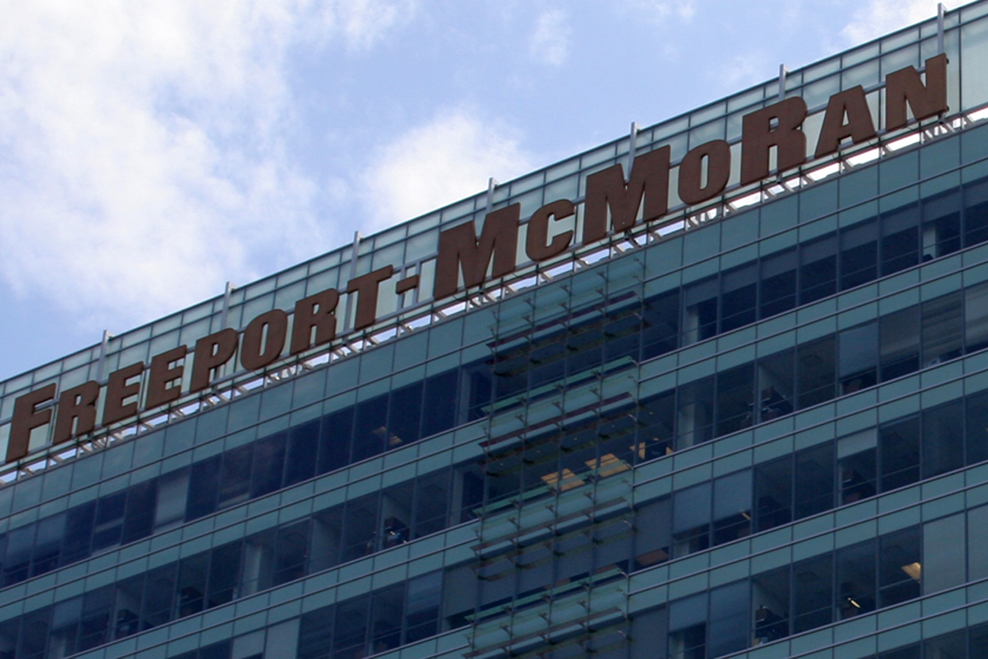 Freeport-McMoran Copper & Gold Inc.'s headquarters in downtown Phoenix. The company announced this week that it's investing $500 million in firm that's expanding its shallow-water drilling in the Gulf of Mexico. (Cronkite News Service Photo by Rebecca McClay)